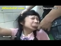 少女在廁所被輪姦