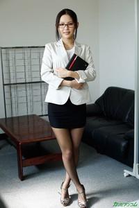 公司慣例,新來女員工都要潛規則一下